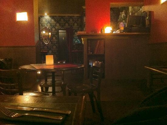 1917 Bar & Restaurante : la sala