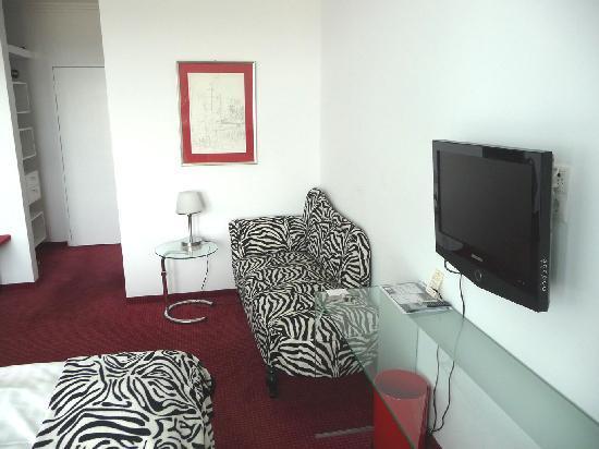 Bergschlösschen Hotel: Der Flachbild-Fernseher liefert ein gutes Bild.