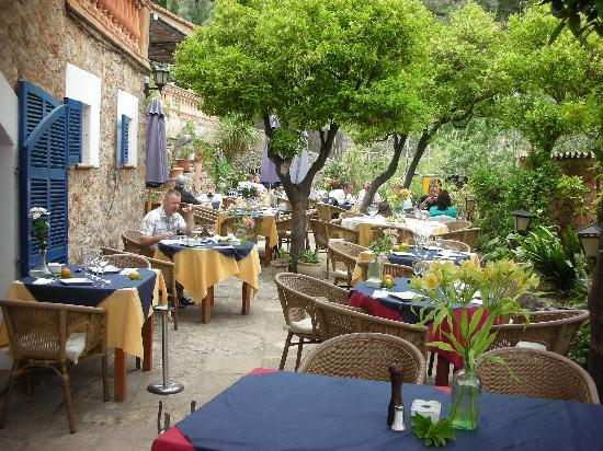 Sa Vinya: courtyard