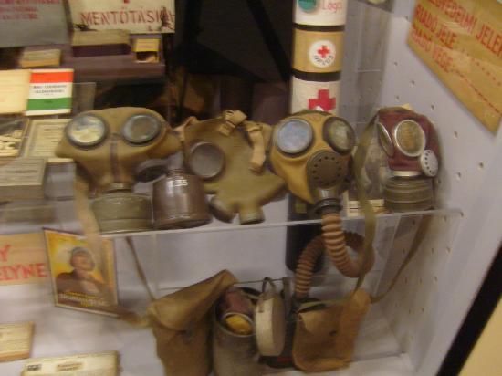 Museum of Military History (Hadtorteneti Muzeum) : maschere antigas