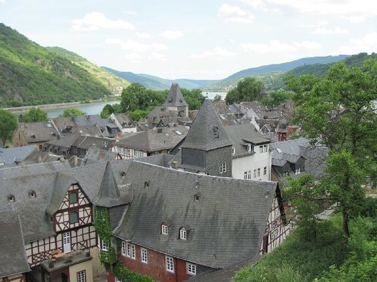 Bacharach, Almanya: view over the town from the Wernerkapelle
