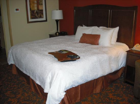 Chambersburg, PA: King Bed