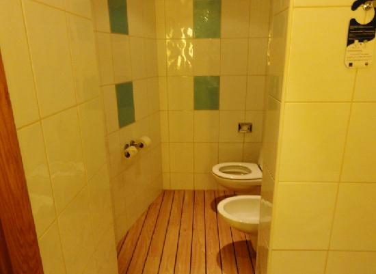 Novotel Lisboa: Washroom.