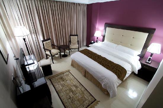 Chambre avec lit king size ! - Picture of Petra Moon Hotel, Petra ...