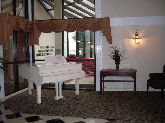 Howard Johnson Inn Williamsburg: lobby
