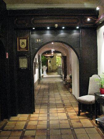 Romantik Hotel Weinhaus Messerschmitt: Entrance