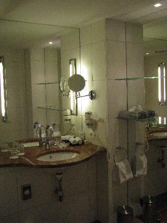 Romantik Hotel Weinhaus Messerschmitt: Bathroom 1