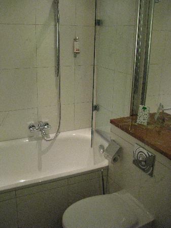 Romantik Hotel Weinhaus Messerschmitt: Bathroom 2