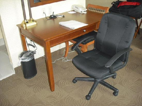 Hampton Inn & Suites Ephrata - Mountain Springs: Desk/work area
