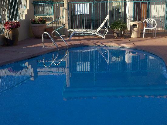 Desert Quail Inn: pool view room!