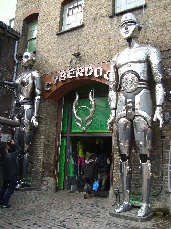 Camden Market: Great store for souvenirs!!!