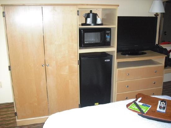 Hampton Inn Harrisburg / Grantville / Hershey: Frig, micro and TV