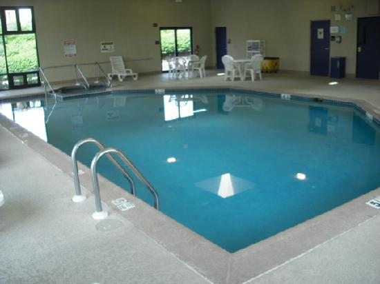 Hampton Inn Harrisburg / Grantville / Hershey: Large pool and whirlpool