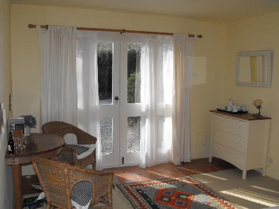 Toul Bleiz : Patio doors looking out onto garden