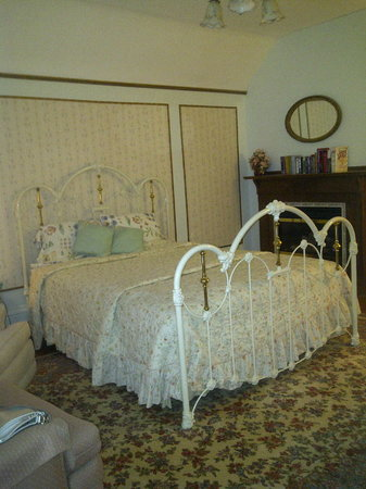 Chestnut Charm Bed and Breakfast