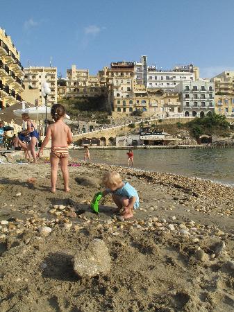 Villa Bronja: Am Strand von Xlendi