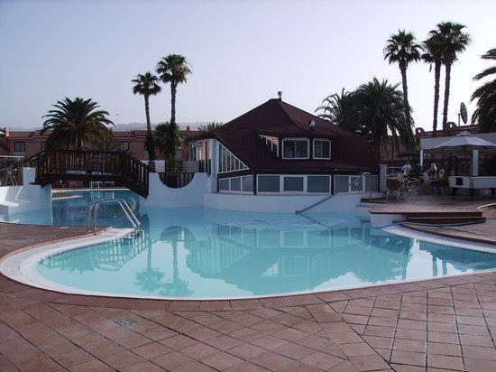 Jardin del Sol Apartments : Part of pool area.
