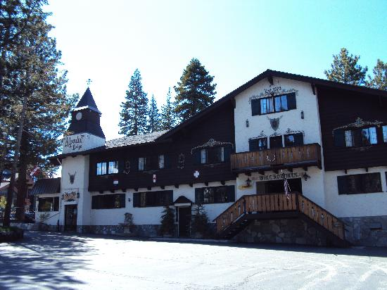 Alpenhof Lodge: Front View from the Car Park