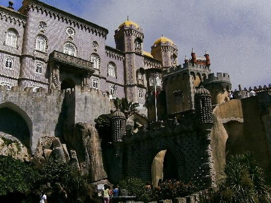 Saboia Estoril Hotel : The world heritage site of Sintra, a 40 minute bus ride with the bus stop yards from the hotel,