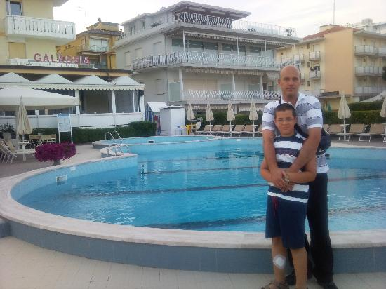 Hotel Galassia: la foto della piscina e dell'albergo