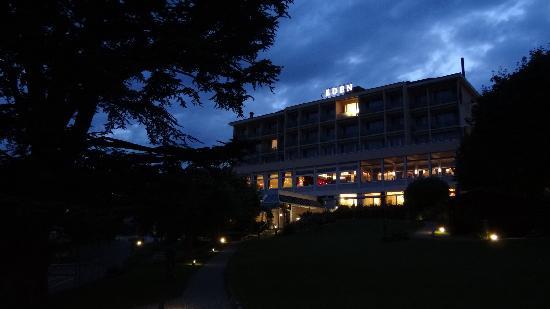 Hotel Eden: Hotel vom Garten aus