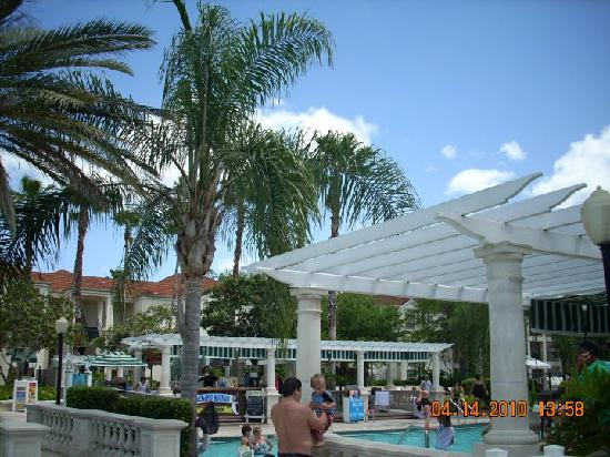 Star Island Resort and Club: live music and bar/hotdogs