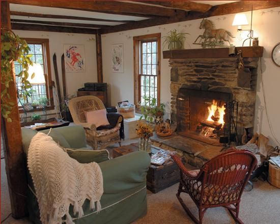 Featherbed Inn: Fireplace Room