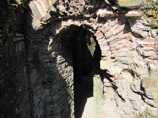Kaiserthermen: underground entrance