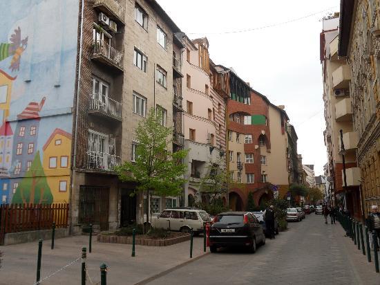 Corvin Hotel Budapest: Angyal utca (Angel street)