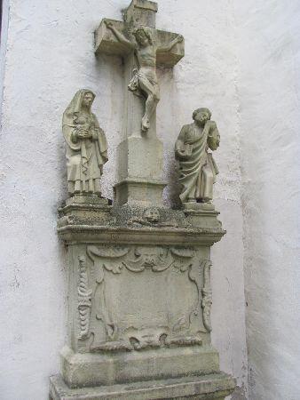 St. Paulin-Kirche: an exterior crusifix