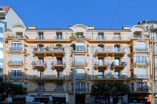 Chez Josephine: The building