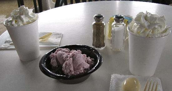 Joseph, OR: Cobbler, ice cream and hot chocolate. Yum!!