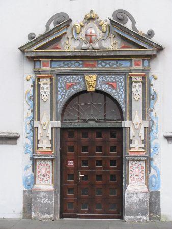 Kurfürstliches Palais: a portal