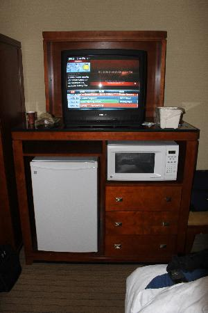 Holiday Inn Express & Suites London Downtown: Our So Called '92 TV and non functioning microwave