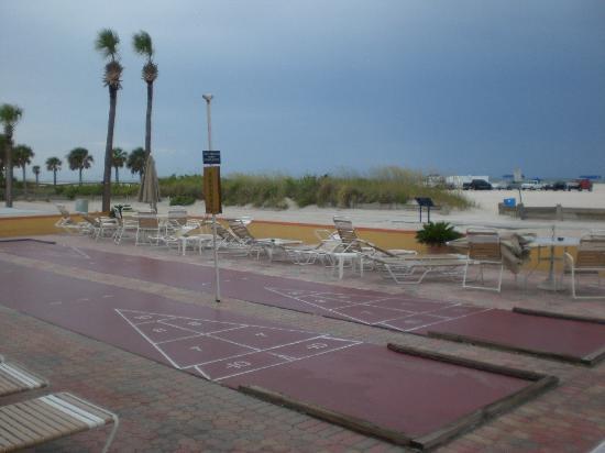 Page Terrace Beachfront Hotel: Shuffle Board court
