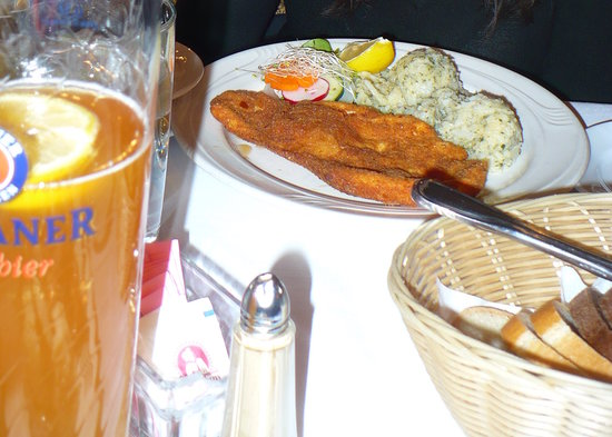 Cafe Mozart & Bar : chicken schnizel and beer!