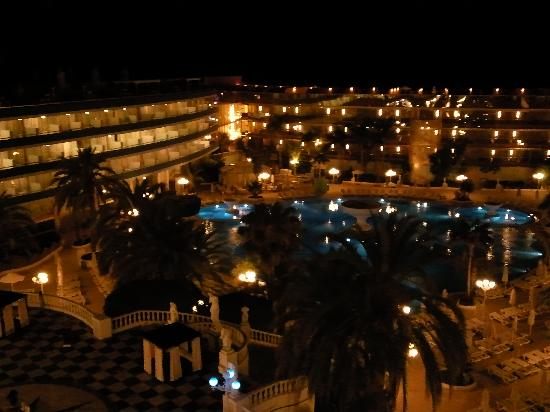Mediterranean Palace Hotel: Room View at night
