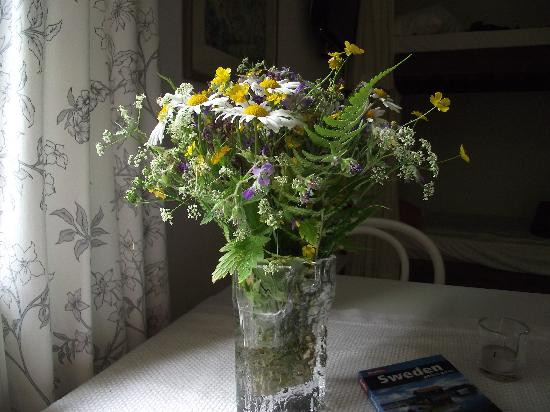 Moja Guesthouse: A nice touch - fresh wild flowers