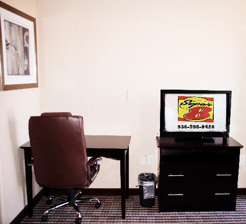 Super 8 Center: Desk Area
