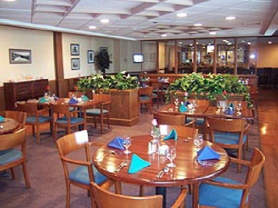Atria Inn & Suites: Dining