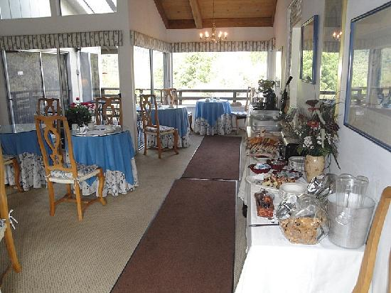 Hidden Valley Inn: Breakfast room