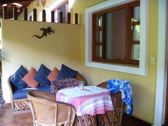 Casa Iguana : dining area on the patio