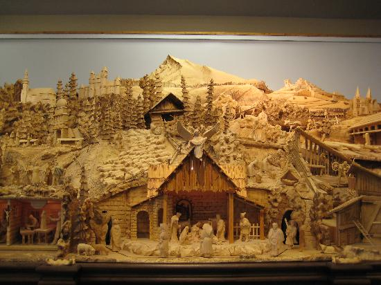 Slovak Folk Crafts: The middle section of the wood carving