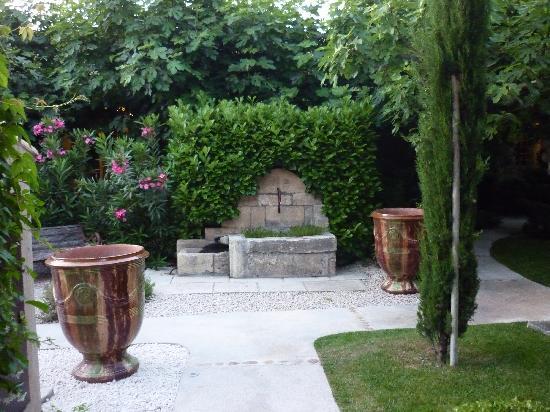 Hotel Sous les Figuiers: Garden
