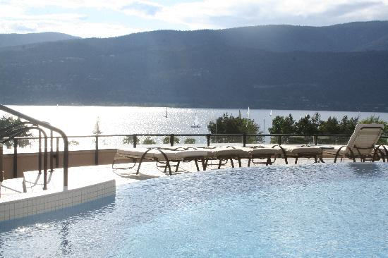 The Royal Private Residence Club : View from private infinity pool