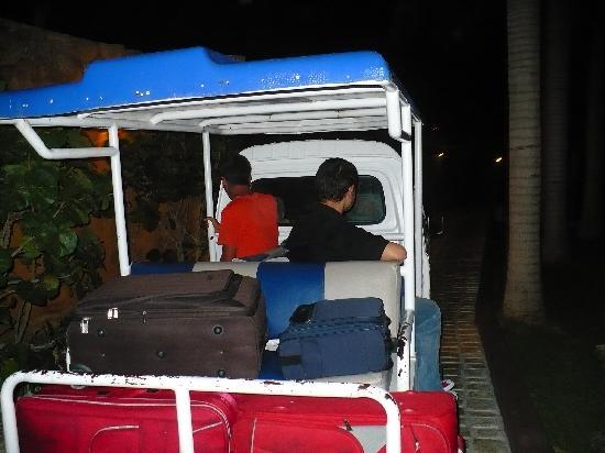 IFA Villas Bavaro Resort & Spa: Carrito que te transporta por todo el complejo