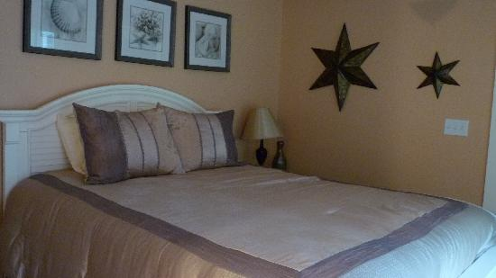 Sheepscot Harbour Village Resort & Spa: One of Three Bedrooms