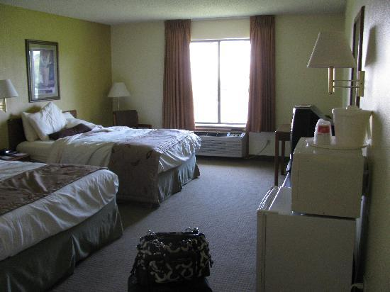 Ramada Wisconsin Dells: our room as we were leaving...