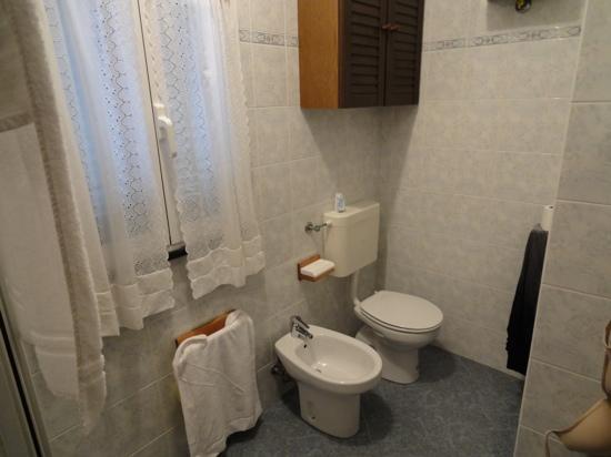 La Scogliera: Bathroom