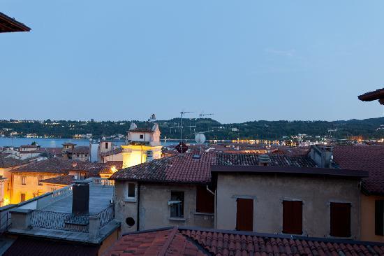 Hotel Eden: Blick von der Dachterrasse am frühen Abend